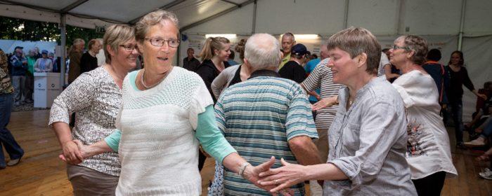 Dans, sang og musik skal inspirere flere seniorer til at være mere aktive